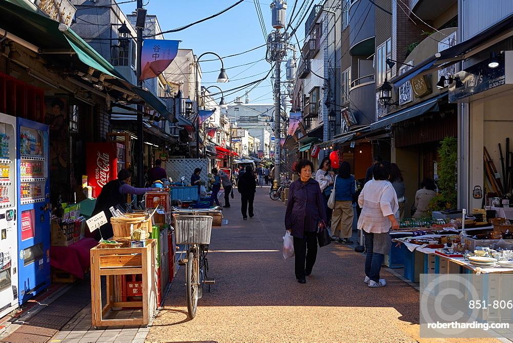 Yanaka Ginza shopping street in Tokyo's traditional Yanaka district, Tokyo, Japan, Asia
