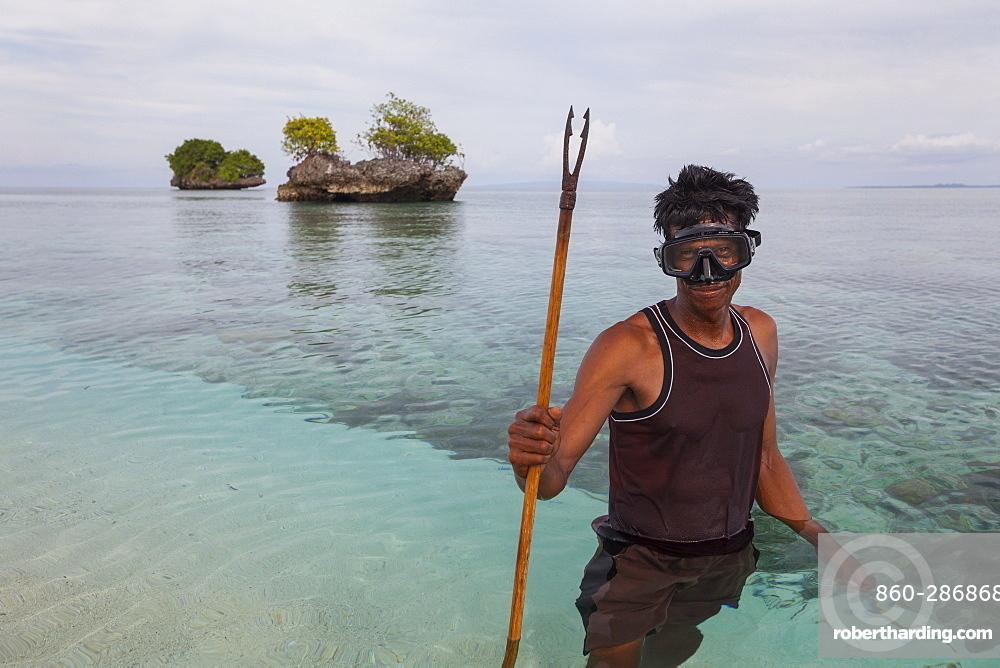 Fisherman with harpoon - Nukus island Indonesia Maluku