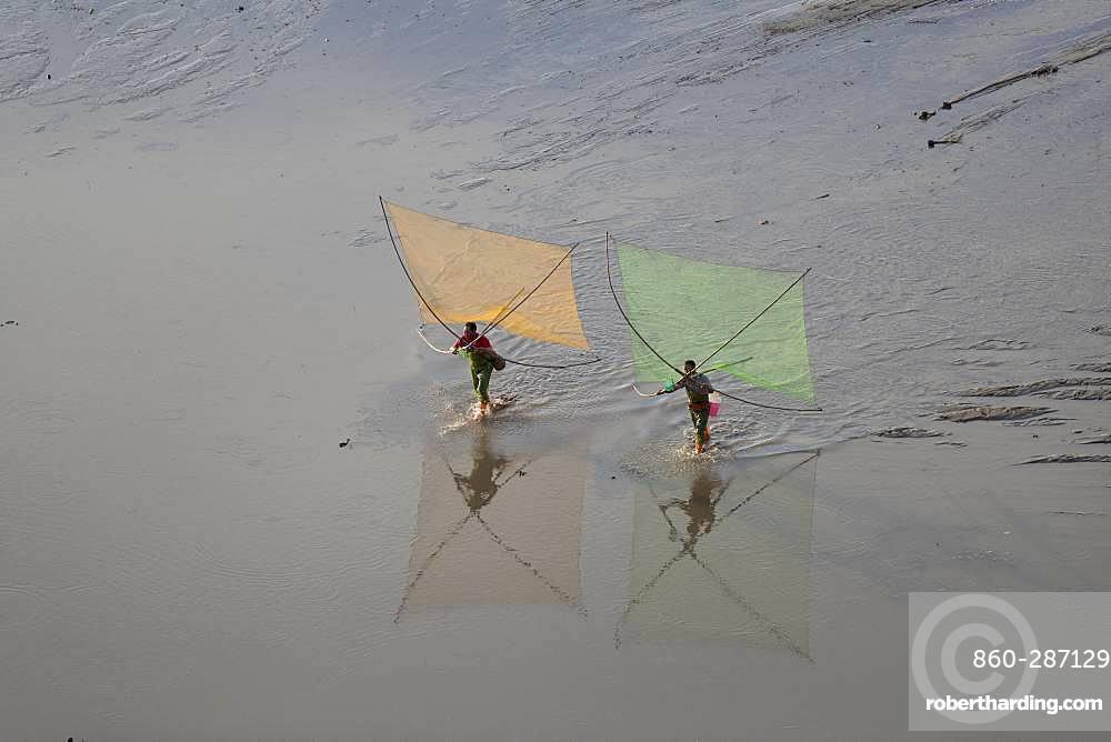 Fishermen on foot, shrimp fishing with net, Xiapu County, Fujiang Province, China