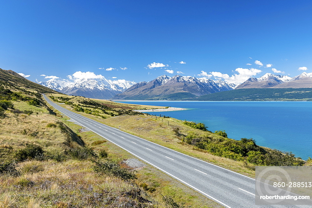 Lake Pukaki with Mount Cook, highest mountain in the country, South Island, New Zealand