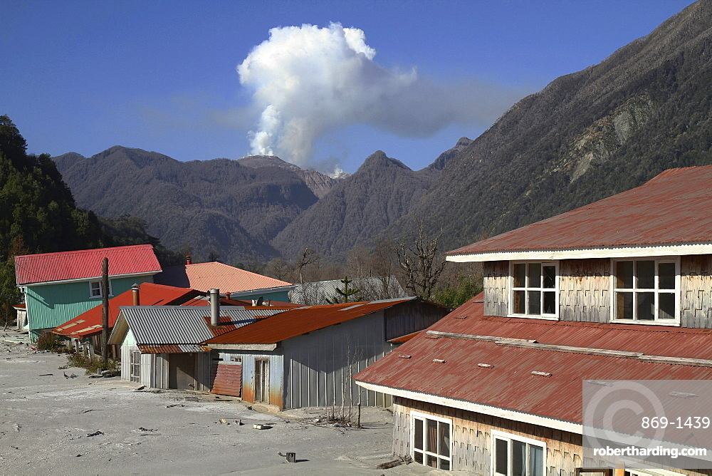 a lahar destroyed houses parts of the town of Chaiten in the backgroun the lava dome of the volcano South Chile Chile South America America Chile South America America