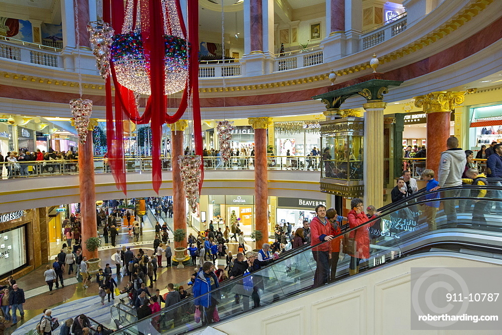 Christmas shoppers in the Trafford Centre, manchester, UK.
