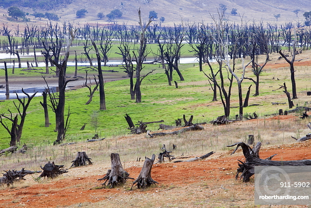 Lake Hume, the largest reservoir in Australia, at under 20% capacity after severe drought, Australia, Pacific