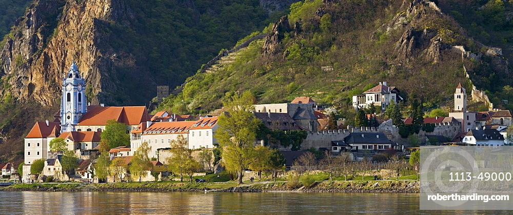 Church at Danube river, Duernstein, Wachau, Lower Austria, Austria, Europe