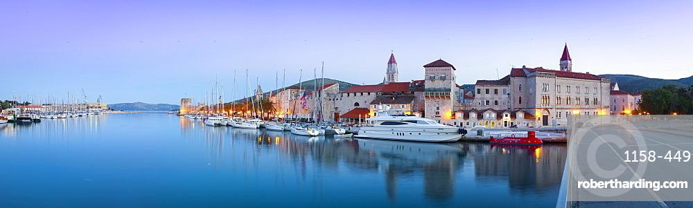 Trogir's historic Stari Grad (Old Town) defensive walls and harbour, Trogir, Dalmatia, Croatia, Europe