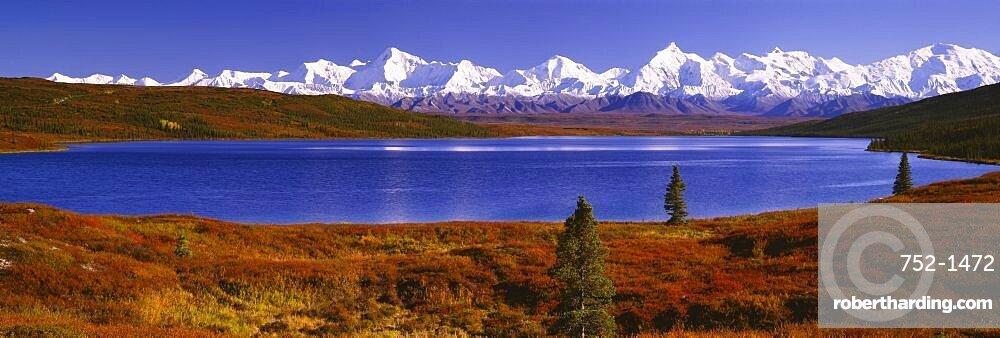 Lake near snowcapped mountains, Alaska Range, Wonder Lake, Denali National Park, Alaska, USA