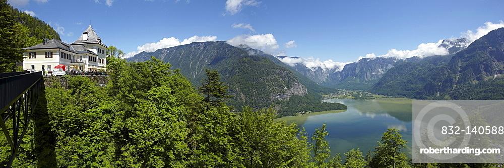 Lake Hallstatt or Hallstaetter See, Salzkammergut, Oberoesterreich, Austria, Europe