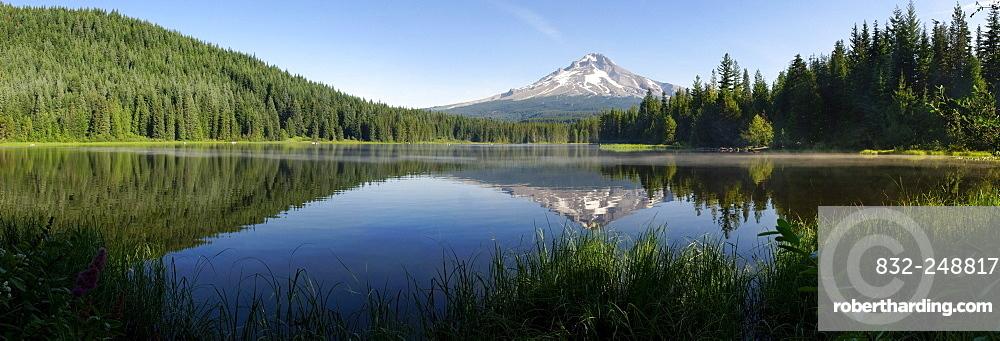 Trillium Lake reflecting Mount Hood Volcano, panorama, Cascade Range, Oregon, USA