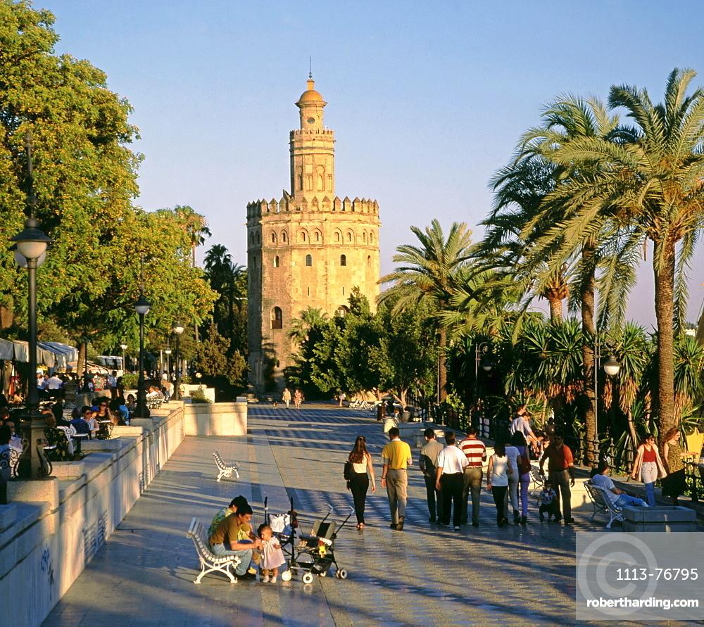 Spain, Andalucia, Sevilla, Torre l Oro, promena, people