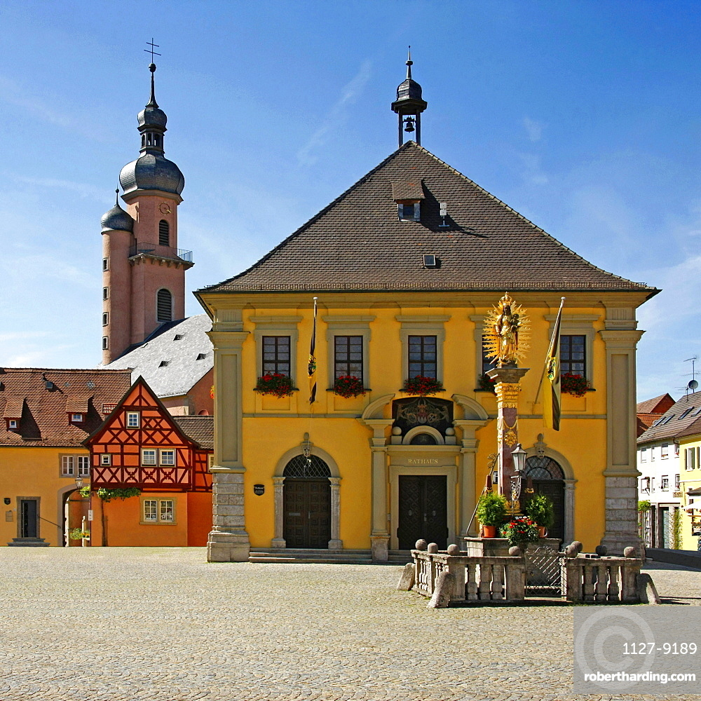 Market square, wine bell tower, parish church St Nikolaus, old City Hall, Mary's column, Eibelstadt, Bavaria, Germany / Mariensäule, Weinglockleins Turm