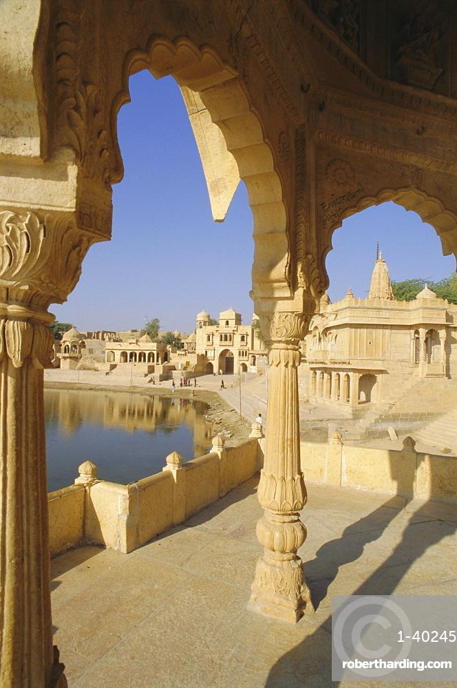 Gadi Sagar or Gadsisar Lake with Tilon ki Pol archway, Jaisalmer, Rajasthan, India