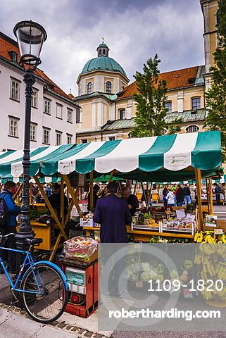 Ljubljana Central Market on a Saturday in Vodnikov Trg, Ljubljana, Slovenia, Europe