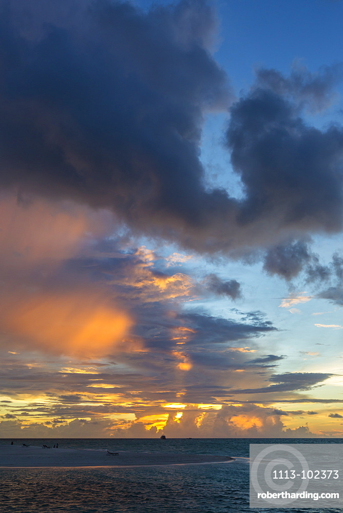 Sunset at Meeru Island Resort, Meerufenfushi, North-Male-Atoll, Maldives