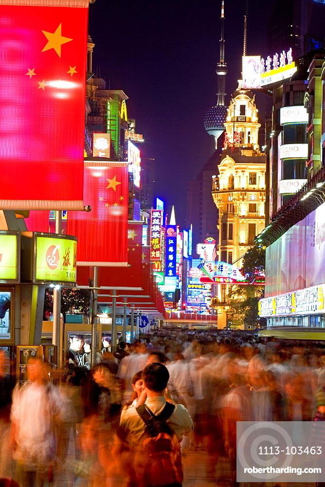 Shopping, Nanjing Road,Evening, Nanjing Road shopping, people, pedestrians, consumer, consume, lovers