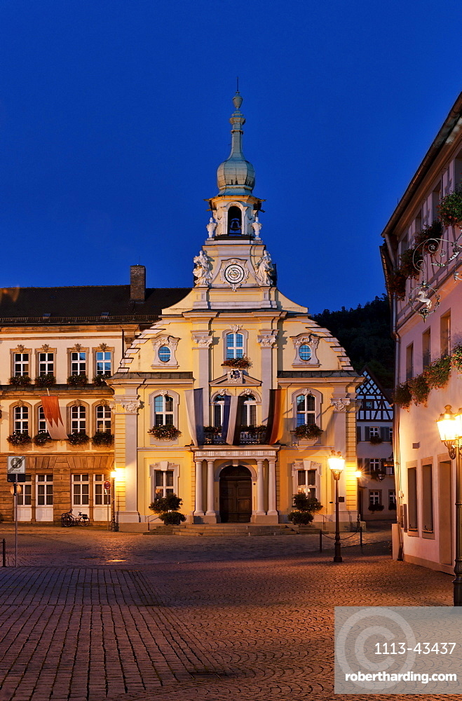 Town Hall on the market place in the evening, Kulmbach, Upper Franconia, Franconia, Bavaria, Germany