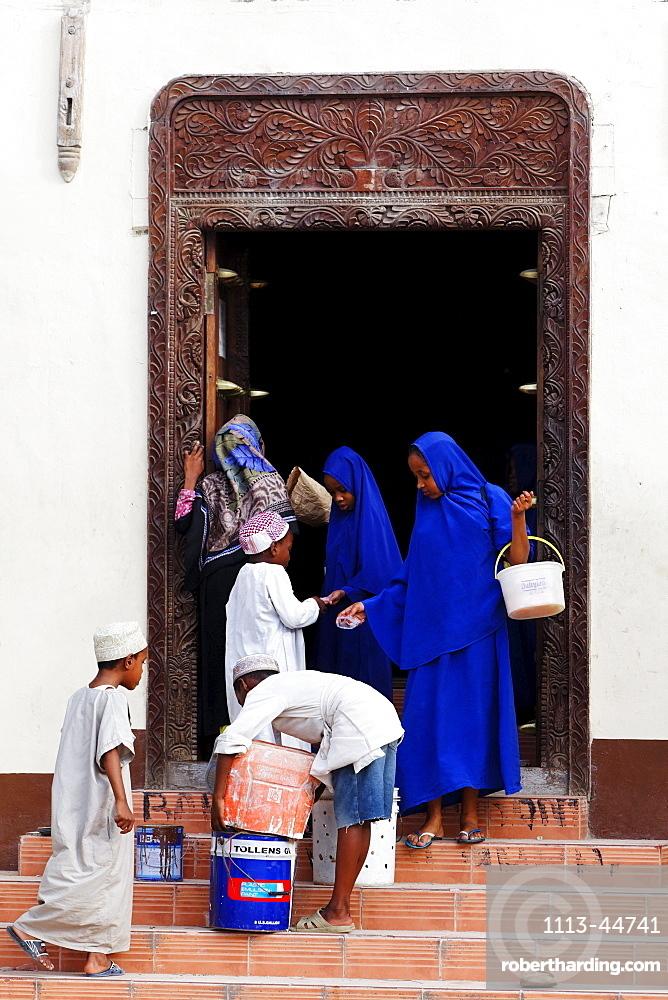Children leaving Jami mosque, Stonetown, Zanzibar City, Zanzibar, Tanzania, Africa