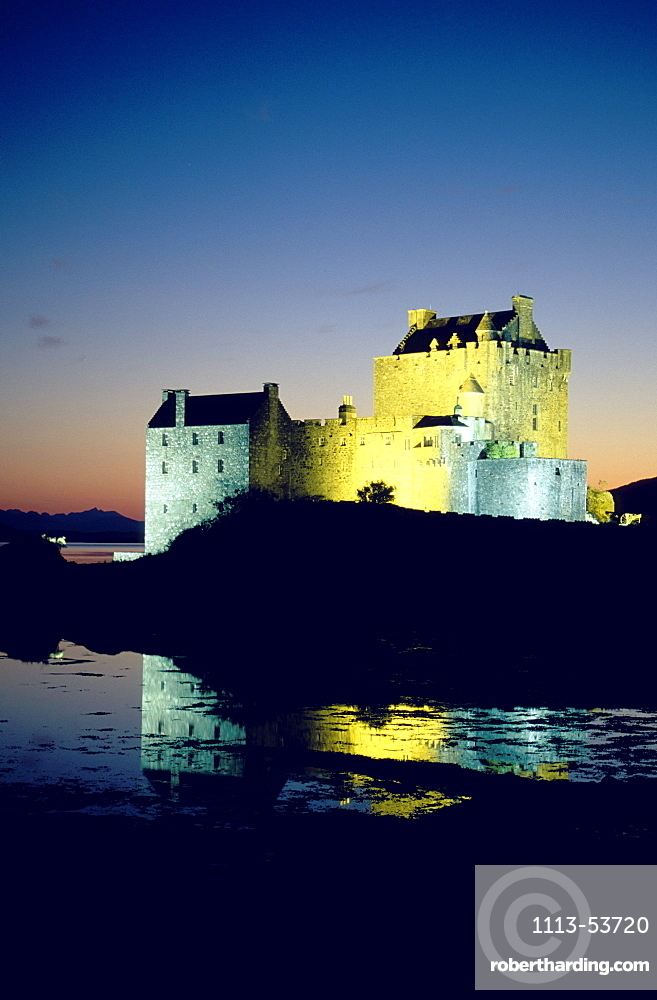 The illuminated Eilean Donan castle at night, Ross and Cromarty, Highlands, Scotland, Great Britain, Europe