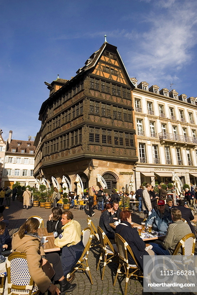 Place de la Cathedrale and Maison Kammerzell, View over a pavement cafe on Place de la Cathedrale Cathedral Square, to one of the oldest and loveliest timbered houses the Maison Kammerzell, Strasbourg, Alsace, France