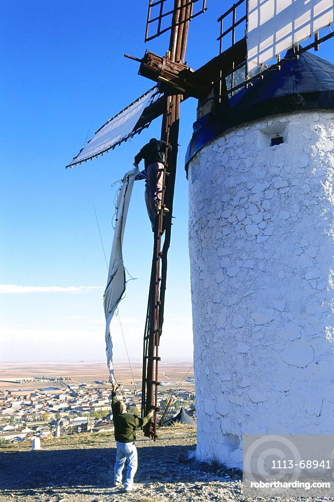 Removing the sails of a windmill, Consuegra, Province Toledo, Castilla-La Mancha, Spain