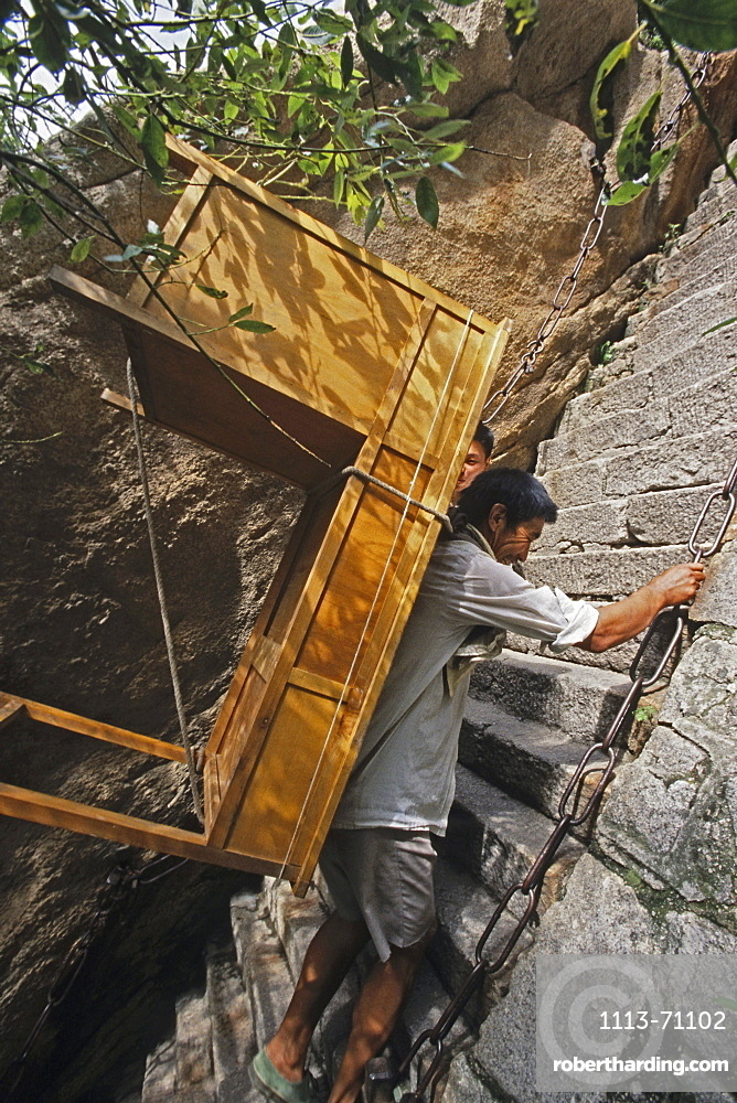 Porter carrying desk up steep mountain steps, Hua Shan, Shaanxi province, China, Asia
