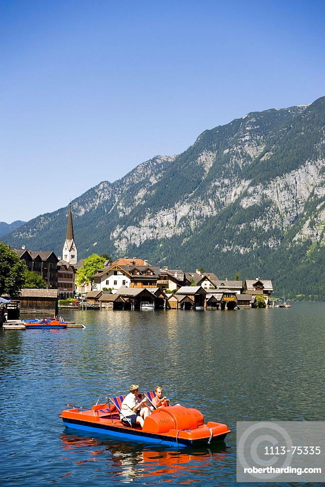 Panoramic view over lake Hallstatt with boats, Hallstatt, Salzkammergut, Upper Austria, Austria