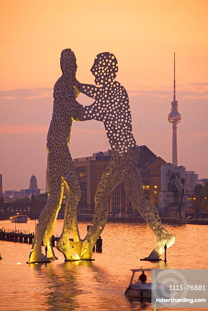 Monecular Men Sculpture, TV Tower, Spree River, Treptow, Berlin