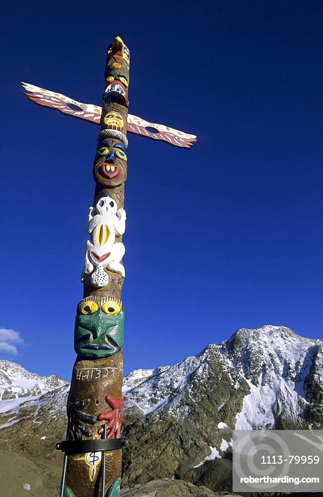 totem pole at lodge Schoene Aussicht, Oetztal range, South Tyrol, Alta Badia, Italy