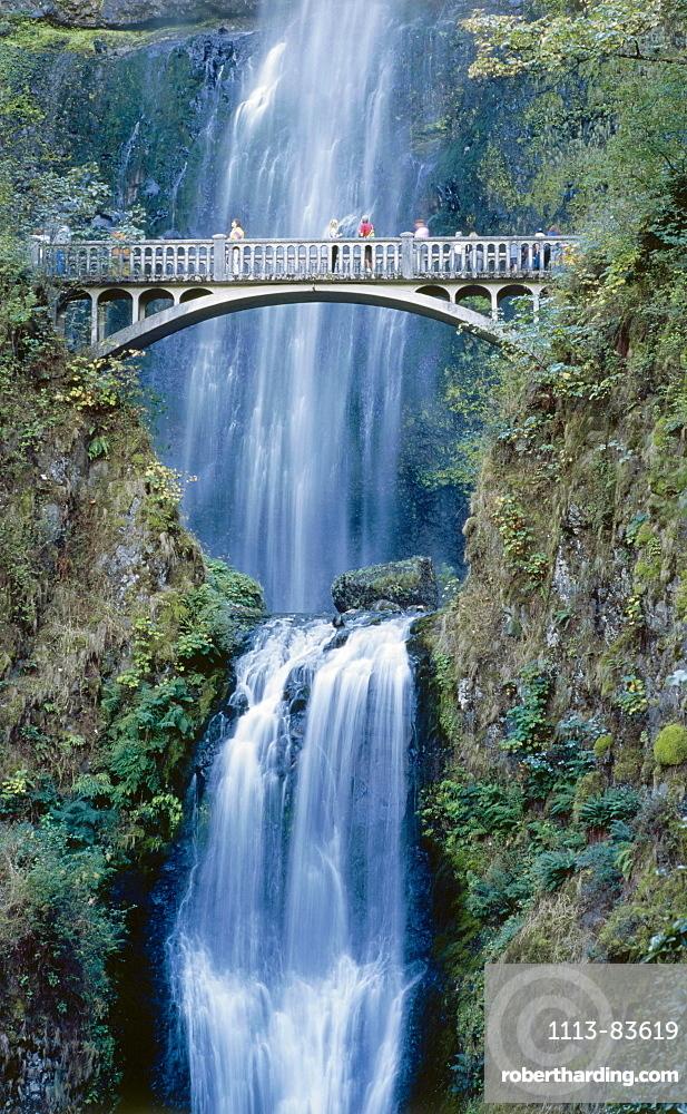 Waterfall Multnomah Falls, Columbia River Gorge, Oregon, USA