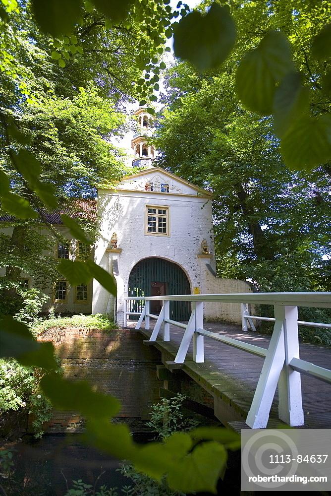 Gate Lodge, Moated Castle, Dornum, East Frisia, North Sea, Lower Saxony, Germany