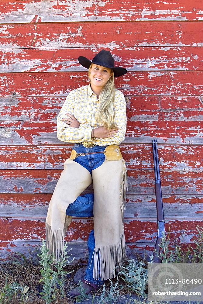 cowgirl at barn, wildwest, Oregon, USA