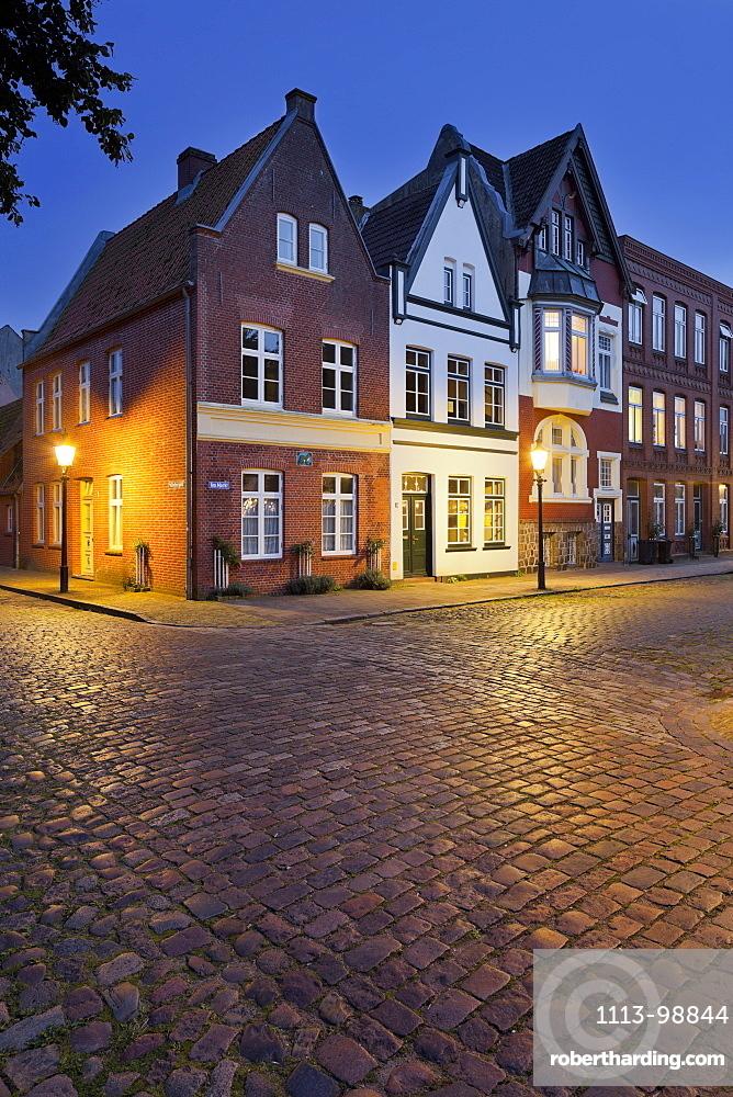 Houses at Mittelburgwall in the evening light, Friedrichstadt, Schleswig-Holstein, Germany