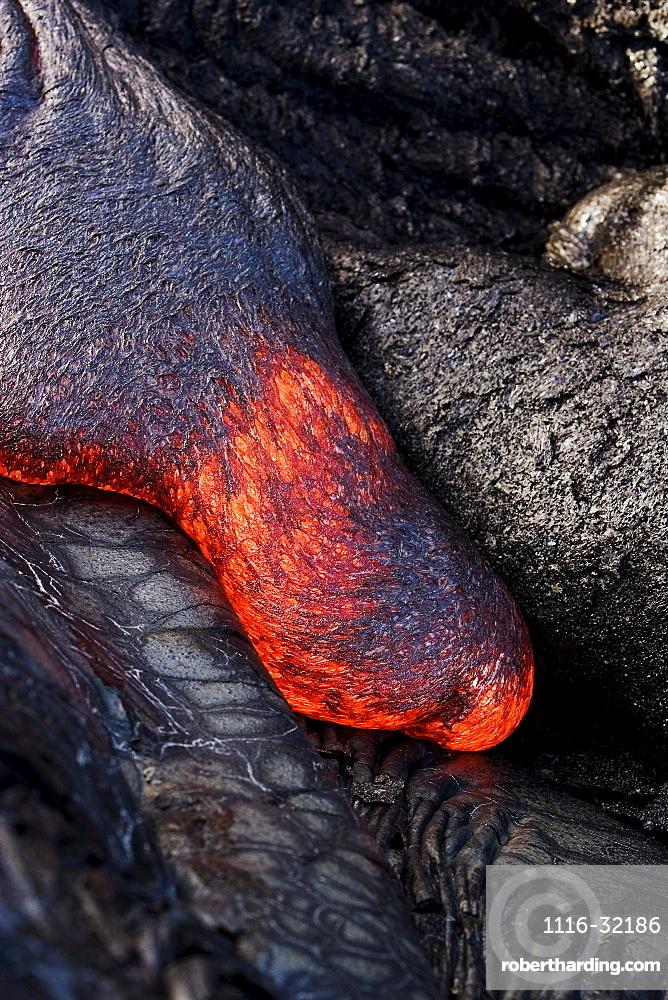 Hawaii, Big Island, Hawaii Volcanoes National Park, Kilauea Volcano, Detail of flowing molten pahoehoe lava.