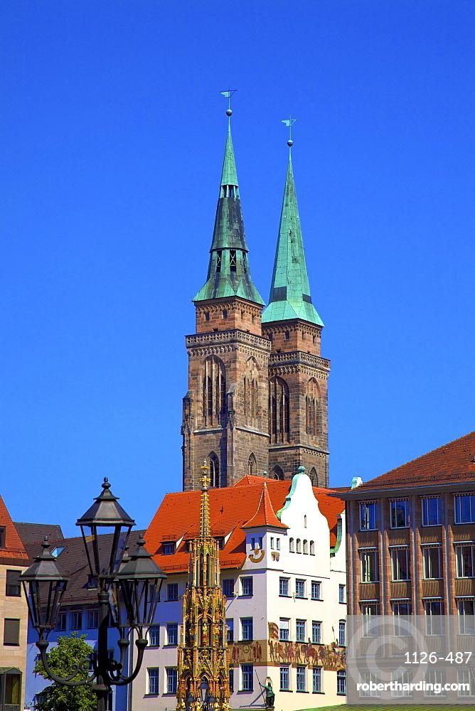 Schoener Brunnen Fountain, Market Square and St. Sebaldus Church, Nuremberg, Bavaria, Germany, Europe