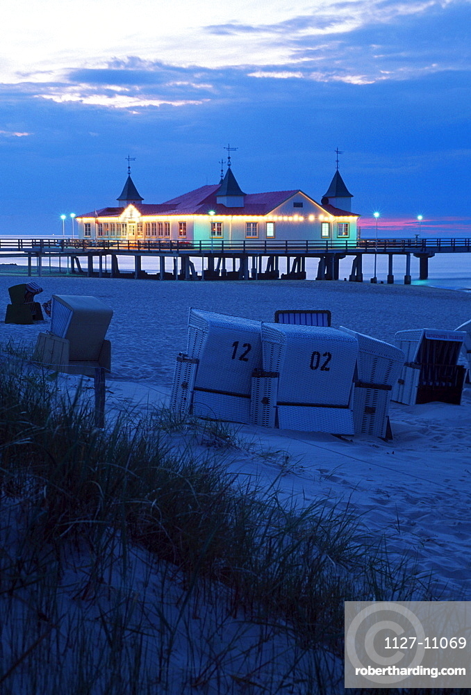 Sea bridge and beach with wicker beach chairs in the evening, Ahlbeck, Isle Usedom, Mecklenburg-Western Pommerania, Germany