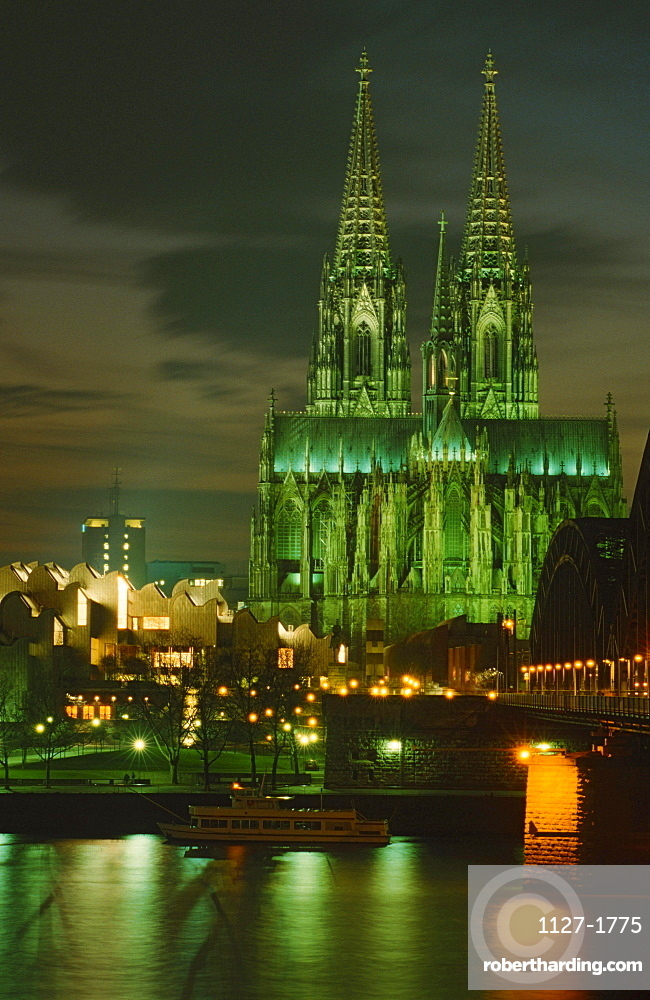 View on Cologne at night with Cologne Cathedral and river Rhine, Cologne, North Rhine-Westphalia, Germany