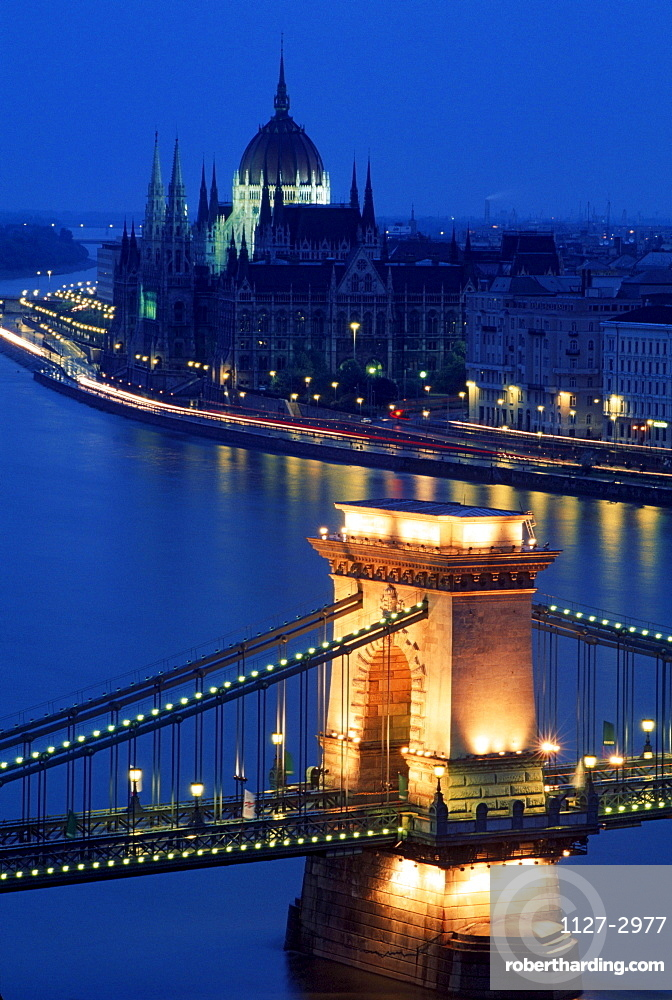 Chain bridge over river Danube and Parliament Building, Budapest, Hungary / Szechenyi lanchid