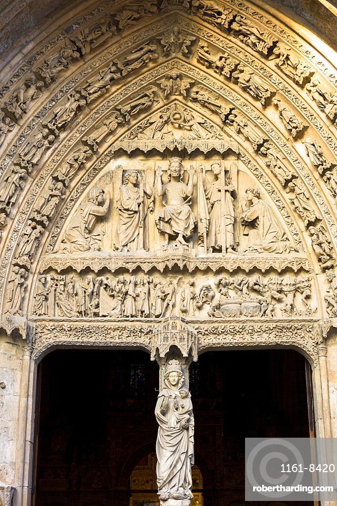 West Door, front, of Santa Maria de Leon Cathedral in Leon, Castilla y Leon, Spain, Europe