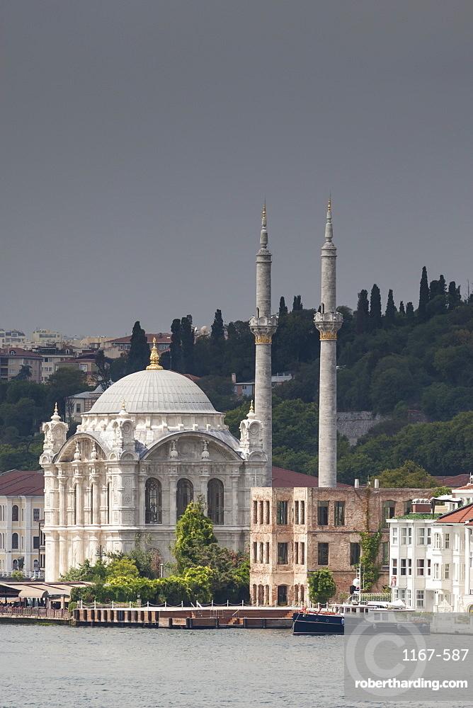 Ortakoy Mecidiye Mosque, Baroque mosque ordered by Sultan Abdul Mecit I, Ortakoy, from the Bosphorus Strait, Istanbul, Turkey, Europe
