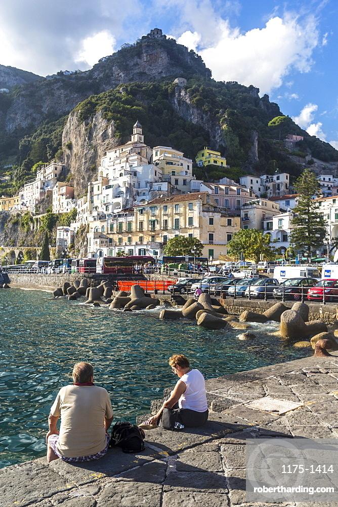 Tourists on the promenade, Amalfi coast, Italy