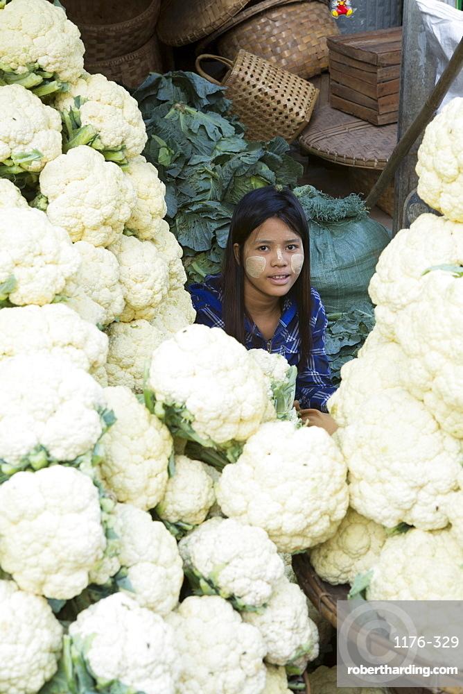 Cauliflowers at Monywa market, Monywa, Sagaing, Myanmar, Southeast Asia