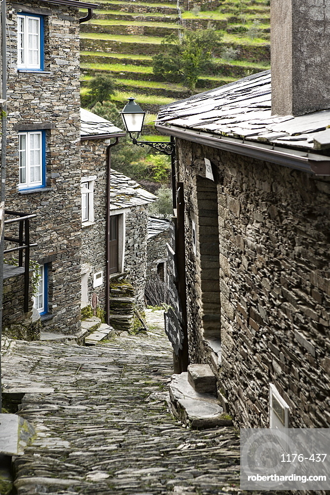 Cobbled streets and granite houses in the medieval village of Piodao in the Serra da Estrela mountains, Piodao, Coimbra District, Beira, Portugal, Europe
