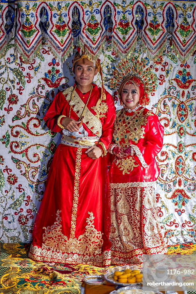 A bride and groom at a traditional Sulawesi wedding, Makassar, Sulawesi, Indonesia, Southeast Asia, Asia