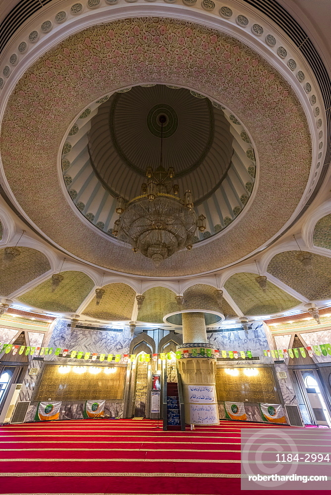 Main hall of the Maruf al-Karkhi Sufi Mosque, Baghdad, Iraq, Middle East