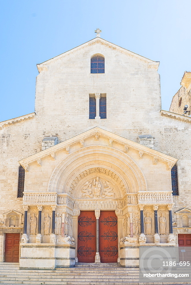 Church of St. Trophime, Arles, Bouches du Rhone, Provence, Provence-Alpes-Cote d'Azur, France, Europe
