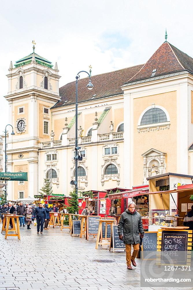 The Freyung Christmas market with Schottenkirche Catholic Church to the rear, Vienna city centre, Austria, Europe