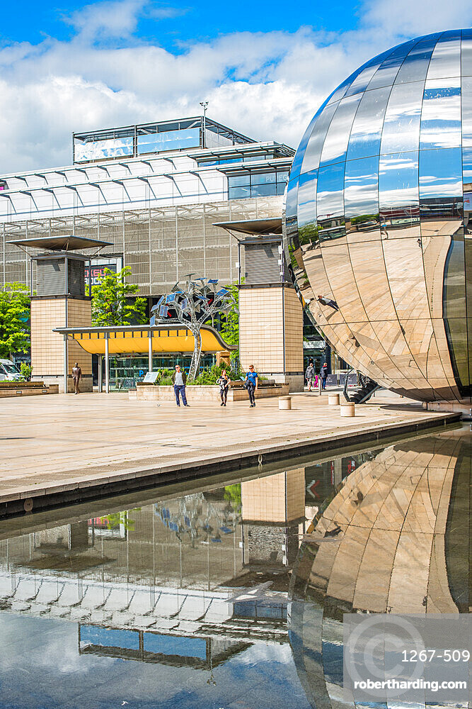 Millennium Square with the Planetarium in the form of a huge walk-in mirror ball in Bristol, Avon, England, UK.