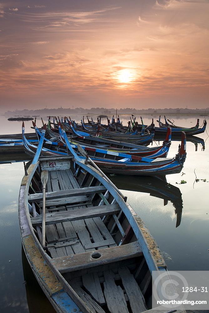 Fishing boats at sunrise on Lake Taungthaman near Amarapura, Myanmar (Burma), Asia