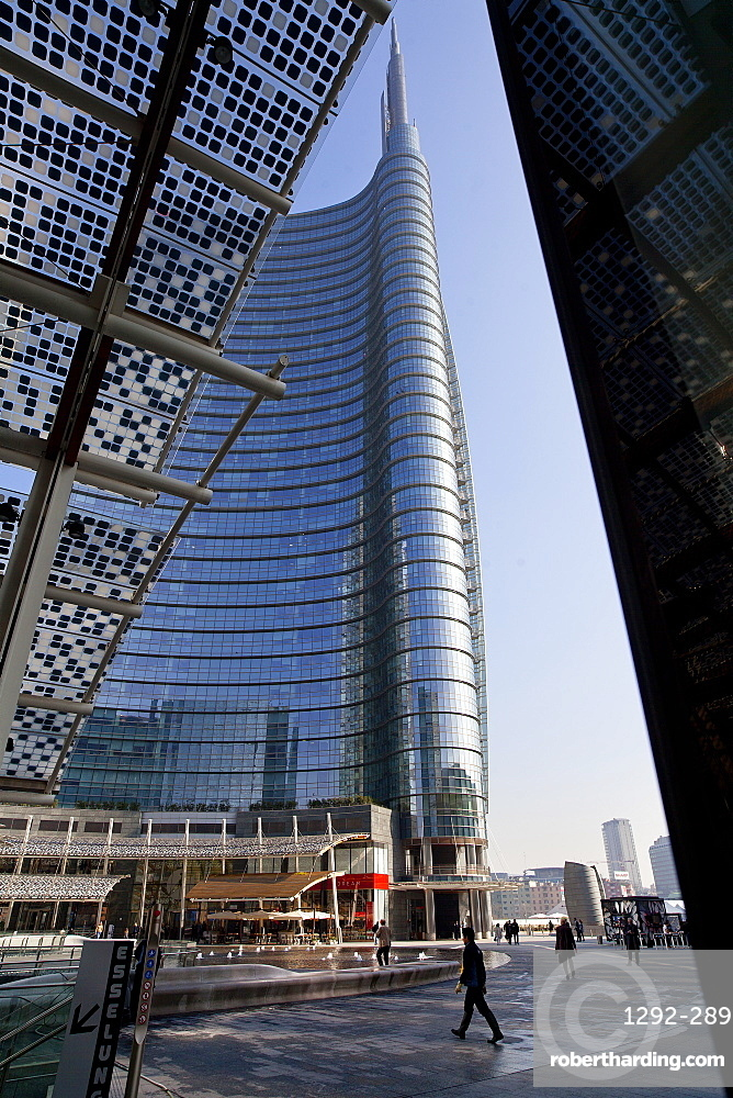 Piazza Gae Aulenti, the Unicredit Tower, Porta Nuova district, Milan, Lombardy, Italy, Europe