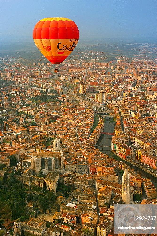 Hot air balloon tour, Gerona, Catalonia, Spain, Europe