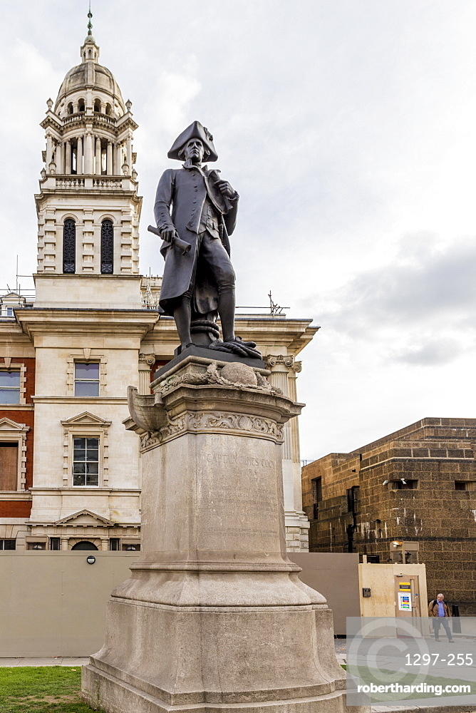 A statue of Captain James Cook, The Mall, London, England, United Kingdom, Europe